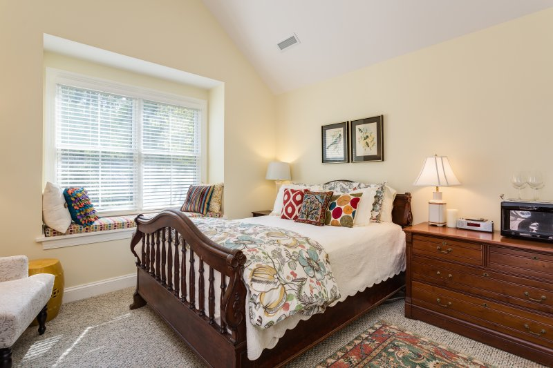 Enjoy a lazy morning in bed and a cup of coffee in this queen bed