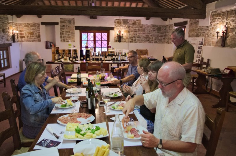 tasting of fine wines and typical foods of the region
