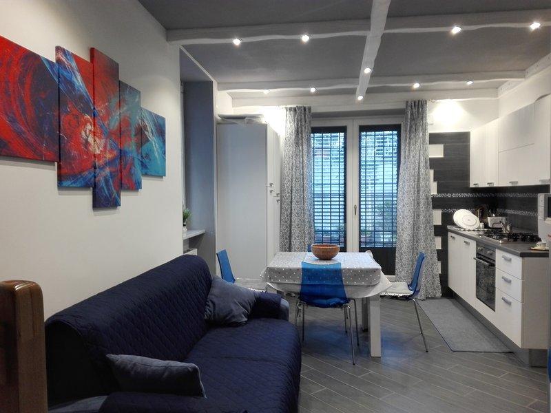 Delizioso appartamento, indipendente, centrale, elegantemente arredato., holiday rental in Vietri sul Mare