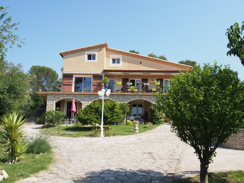Combiné Pin Cigales, holiday rental in Nimes