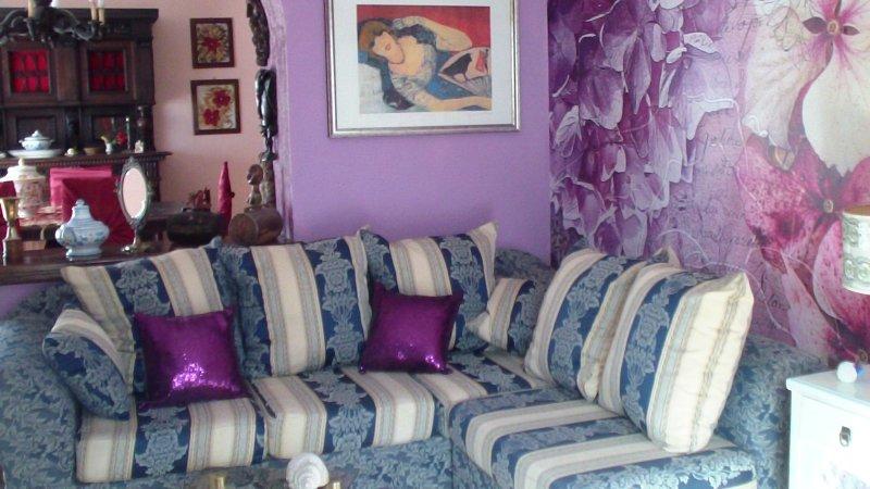 Casa Laura, situata in zona tranquilla a 300 m. dalla spiaggia., holiday rental in Rocchenere
