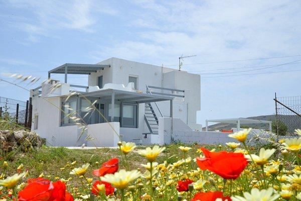 Milos Apartments Zefyria, holiday rental in Zefiria