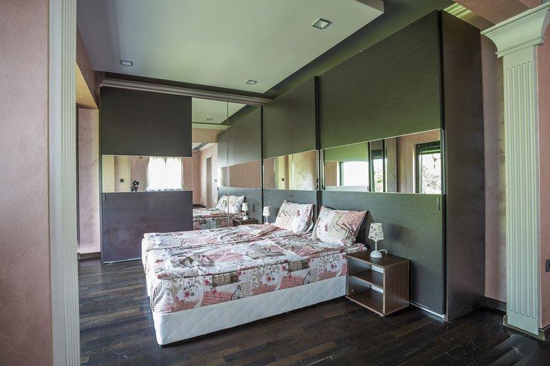 Luxury Penthouse 360 View - Large Group, aluguéis de temporada em Sófia