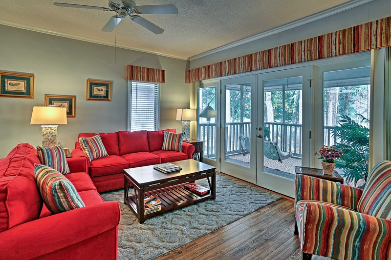 The ideal North Myrtle Beach retreat awaits at this 2-bedroom, 2-bathroom vacation rental condo.