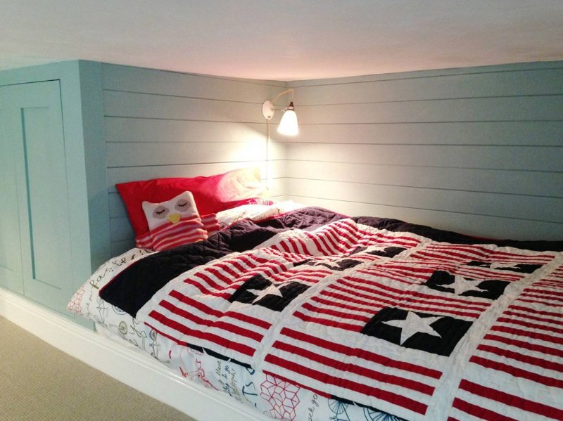 Small Double tradional box bed