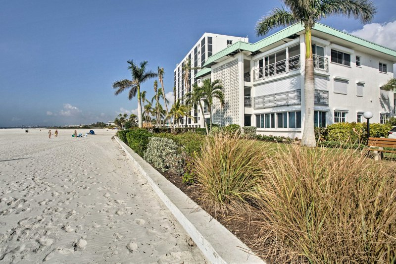 With private beach access out your door, you'll never want to leave this condo.