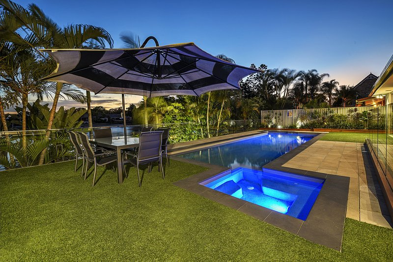 JUST IN PARADISE Waterfront 5 Bedroom Broadbeach, aluguéis de temporada em Mudgeeraba