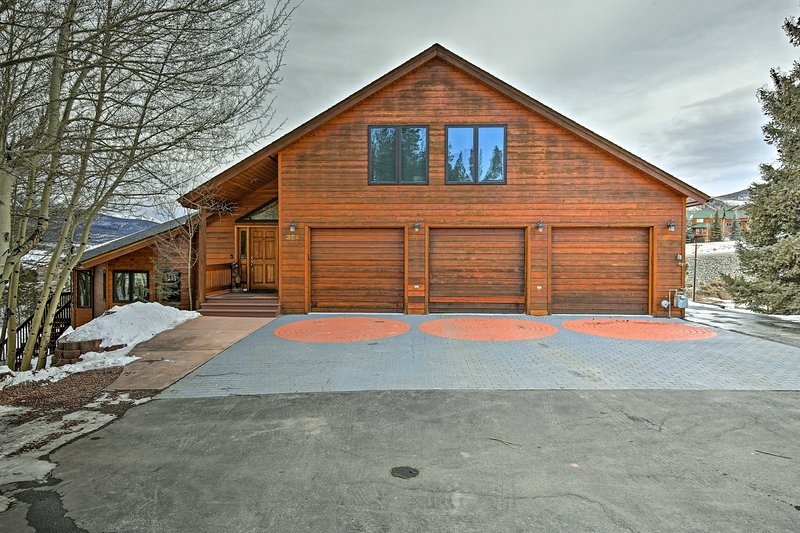 Guests will have access to 2 garage spots and 1 driveway spot during their stay.