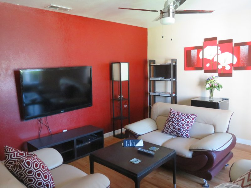 Fully remodeled centrally located Private Unit, casa vacanza a Irving