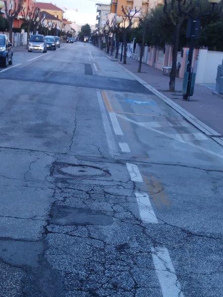 Free parking on street near hotel