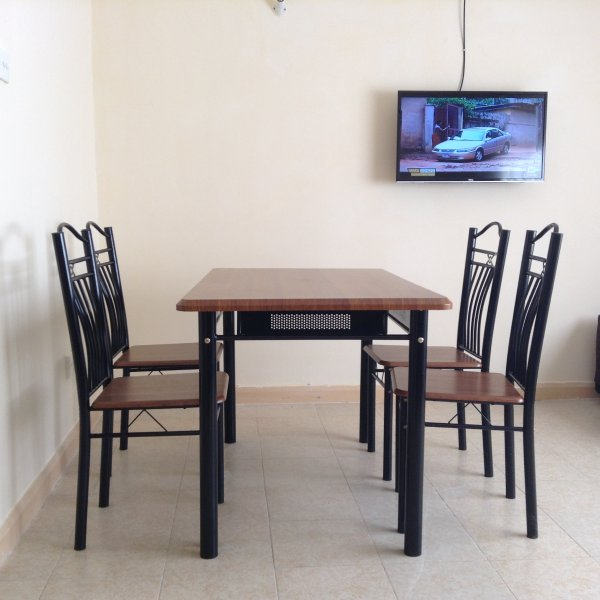 Dinning Area or Work area.. Smart TV.. Suitable for Skype calls .. Reliable Wifi