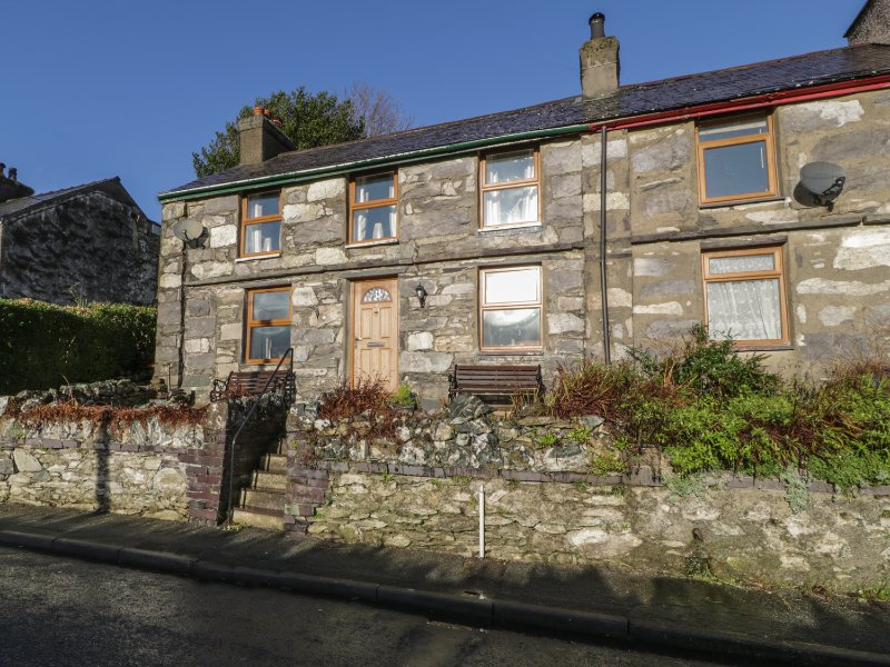 60 HYFRYDLE ROAD, WiFi, countryside views, near Snowdonia National Park, Ref, vacation rental in Groeslon