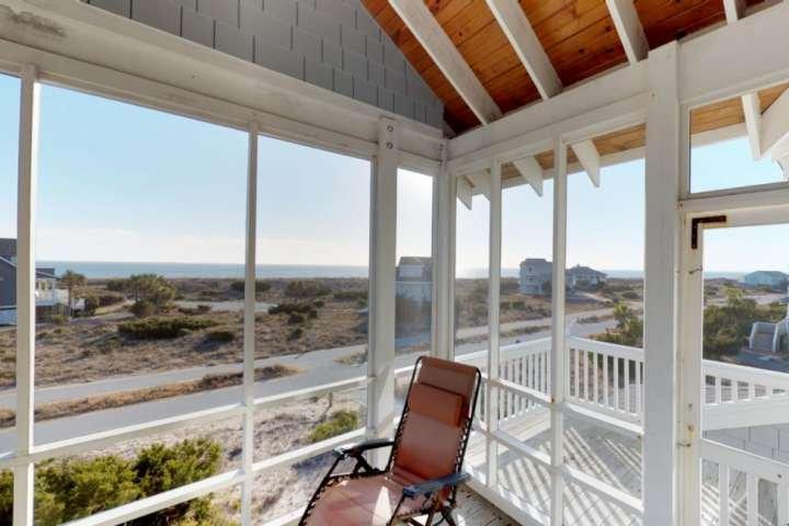L'un des meilleurs porches sur BHI, une vue imprenable sur le moment de la journée de l'océan et beaucoup d'espace pour tout l'équipage pour se détendre