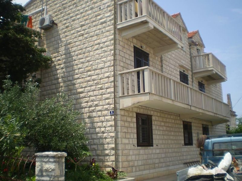 Supetar Apartment Sleeps 6 with Air Con - 5470381, vacation rental in Supetar