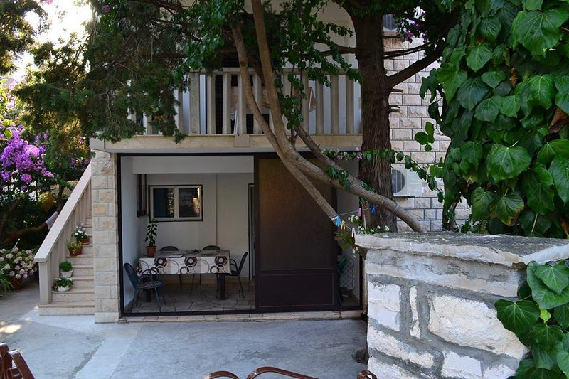 Supetar Apartment Sleeps 10 with Air Con - 5470382, vacation rental in Supetar