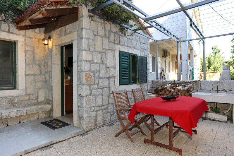 Stobrec Apartment Sleeps 8 with Air Con - 5469635, holiday rental in Kamen