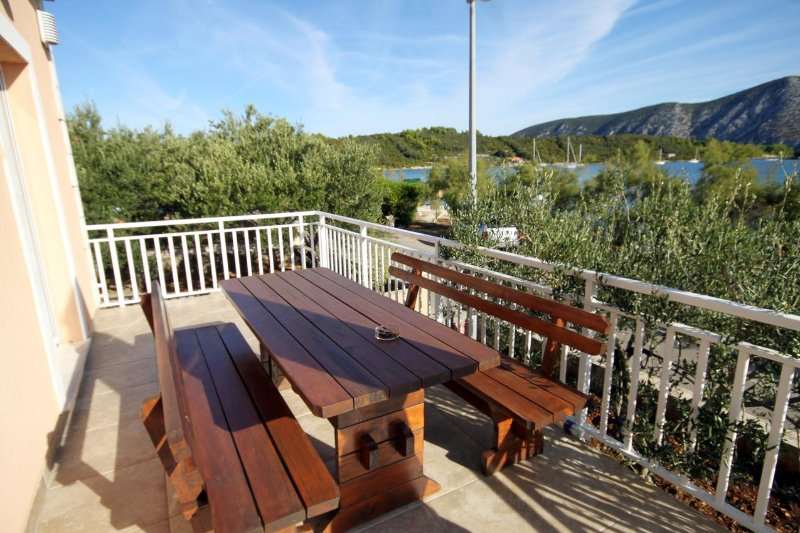 Kneza Apartment Sleeps 6 with Air Con - 5469241, holiday rental in Pupnat