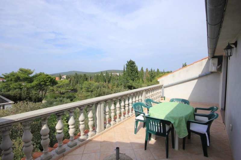 Donje Selo Apartment Sleeps 6 with Air Con - 5468504, vacation rental in Muline