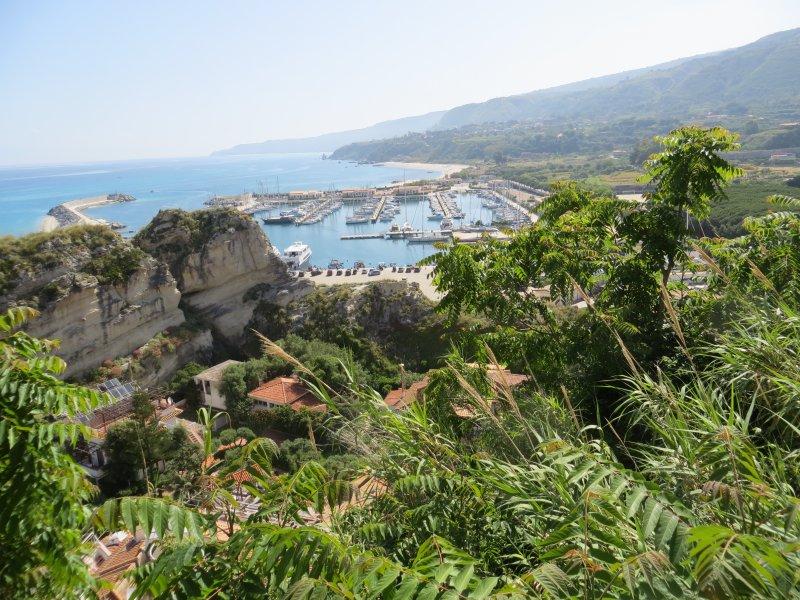 Blick über Tropea Hafen