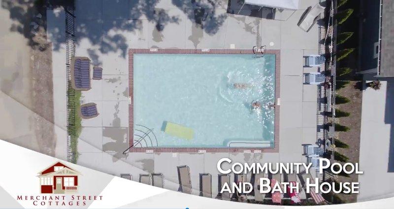 vista aérea de la piscina del barrio