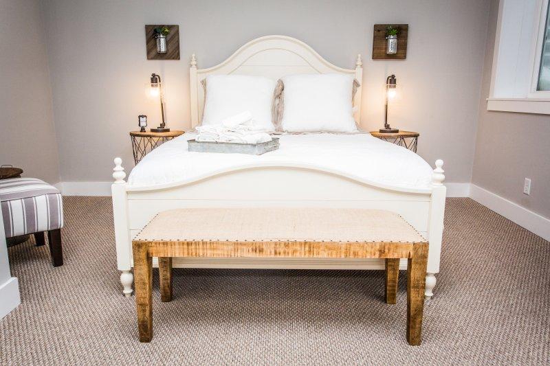 Dormitorio de nivel inferior con baño en suite