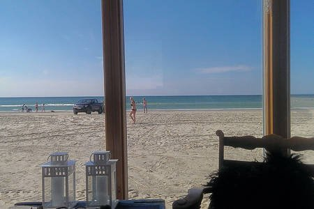 Wake up to the sound of waves! Mobile Beach Hut direct on the Blokhus beach., Ferienwohnung in Saltum