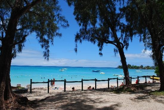 La seule et unique plage publique Pereybere, juste en face de la rue !!