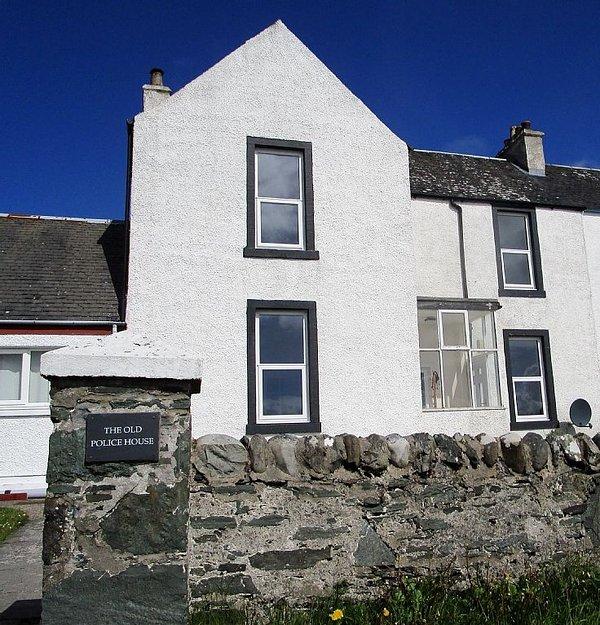 House facing the sea