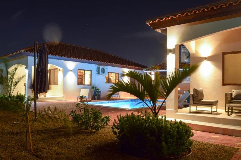 Cas di Soño Bon Bini Unit 113 - 2 bedroom 1.5 bath duplex Home, alquiler de vacaciones en Oranjestad