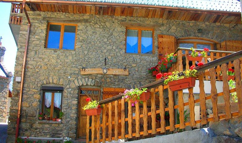 Maison Maréchal,Maison de carractère Ferme rénovée,, holiday rental in Mizoen