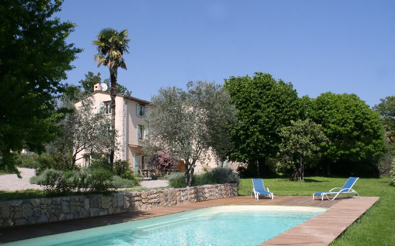 Bed and Breakfast in Provence with a Pool and Garden, alquiler de vacaciones en Tourrettes