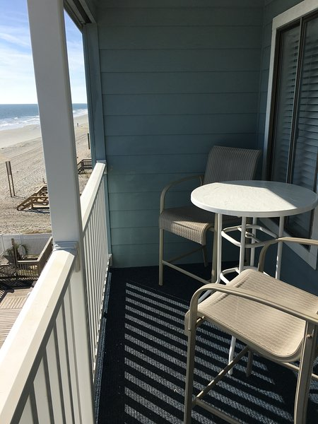 OCEANFRONT CONDO newly renovated. 1 bed, 1 bath sleeps 6