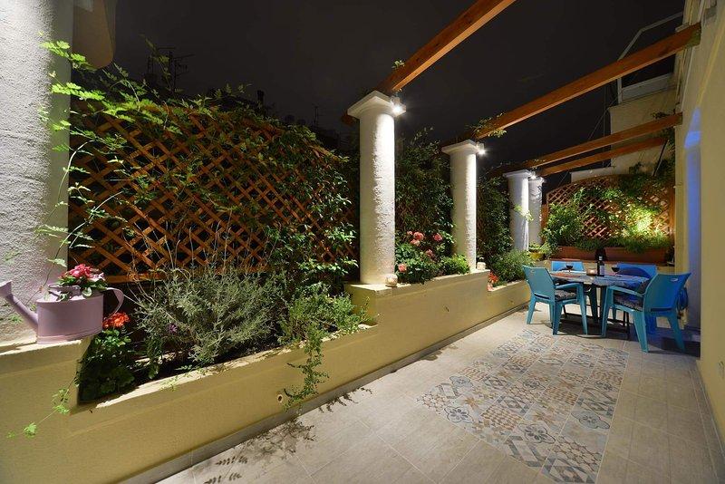 A unique veranda with 5 Greek corlumns for you to enjoy.