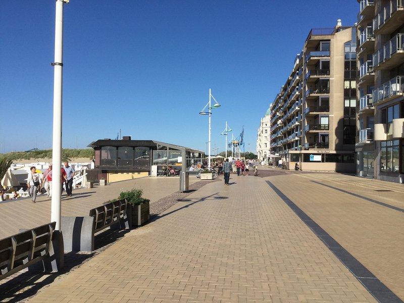 Modern lichtrijk appartement met zicht op het strand en de zee, location de vacances à Zeebrugge