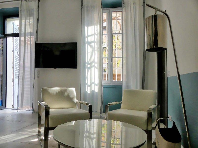 Piso 3 habitaciones + terraza, muy de diseño en el centro hiper Cannes
