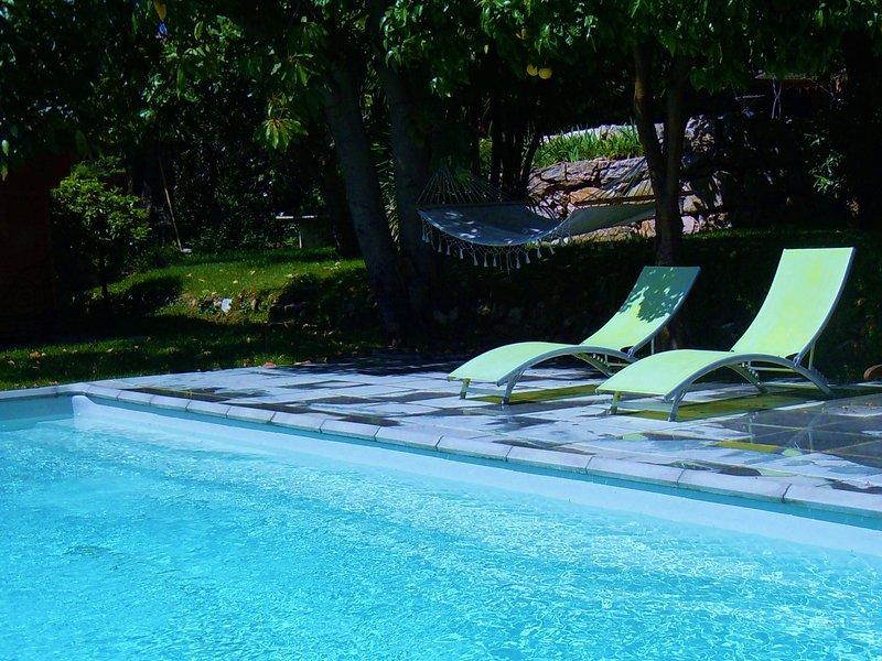 Maison d'architecte en bois atypique avec terrasse et piscine - 4 Personnes, Ferienwohnung in Vence