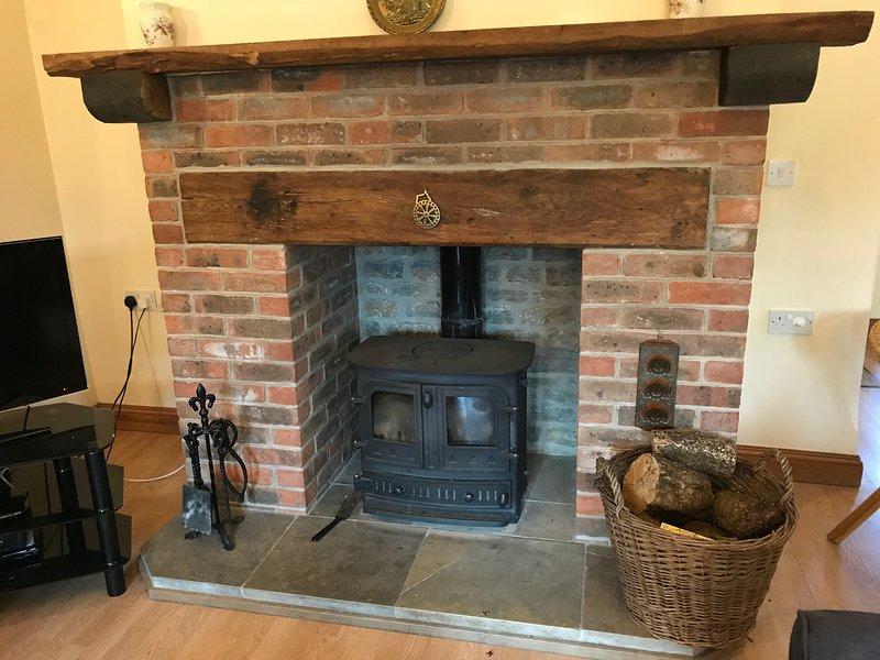 Ingleknook fireplace with woodburner (logs free)