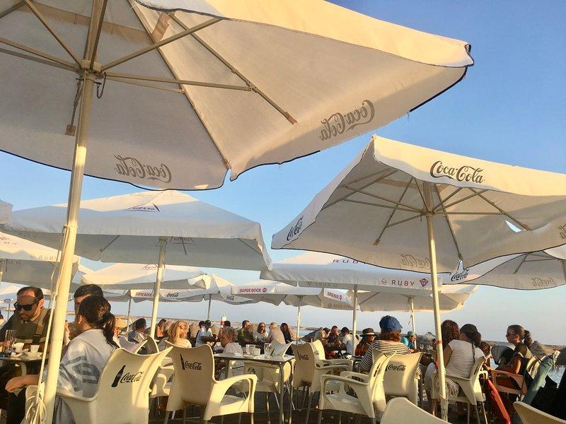 Bord d'Agua - le café de la plage Fuseta.