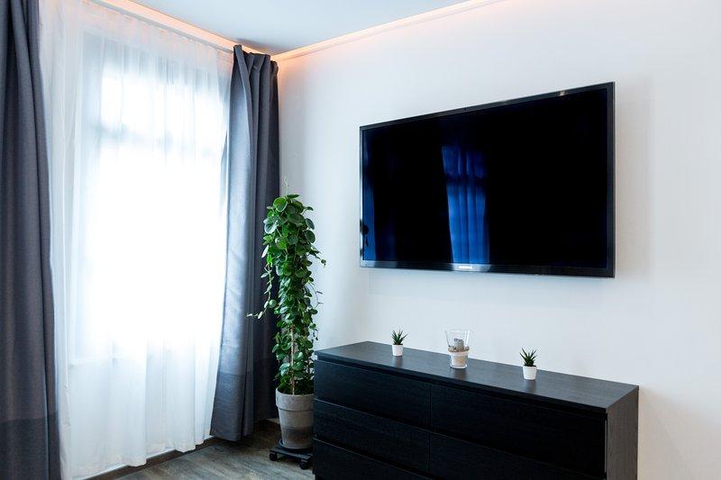 """Huge """"TV 65 na sala de estar"""