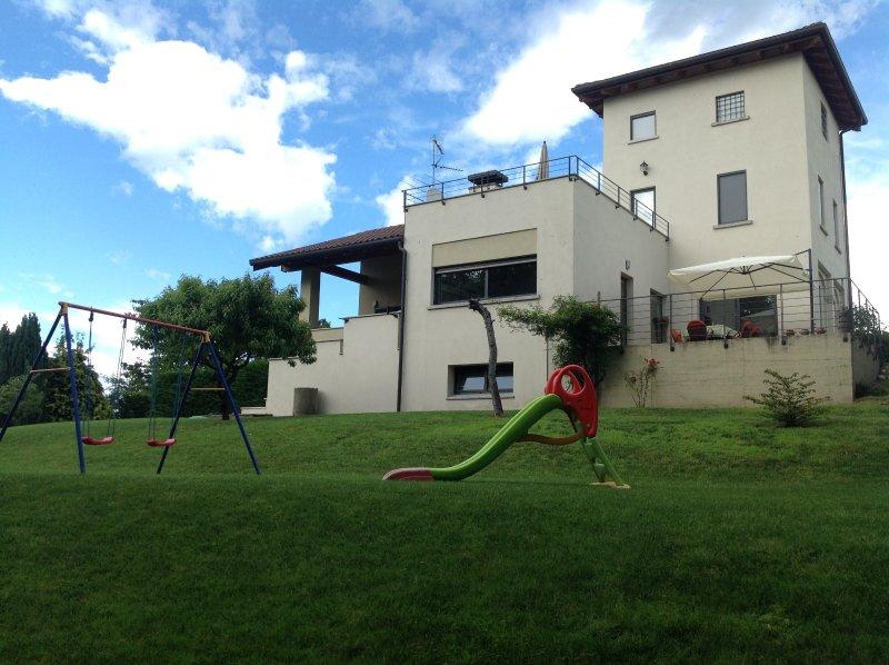 Arona e lo charme del roccolo di Santa Cristina self-catering, holiday rental in Gattico
