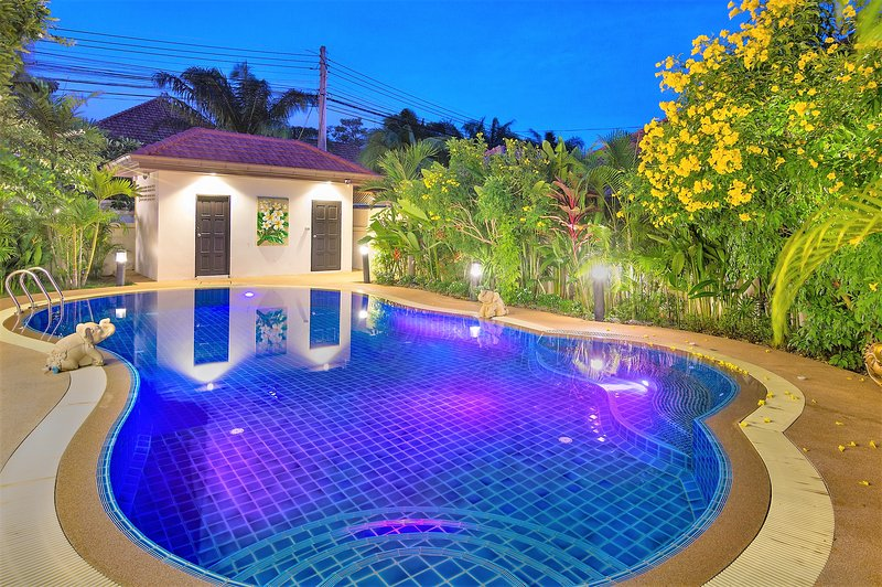Luxury Villa with Private Pool near Walking Street, holiday rental in Pattaya
