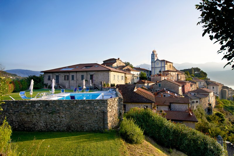 White Apartment - Beautiful rooftop apartment in dreamy and relaxing property, holiday rental in Montelungo
