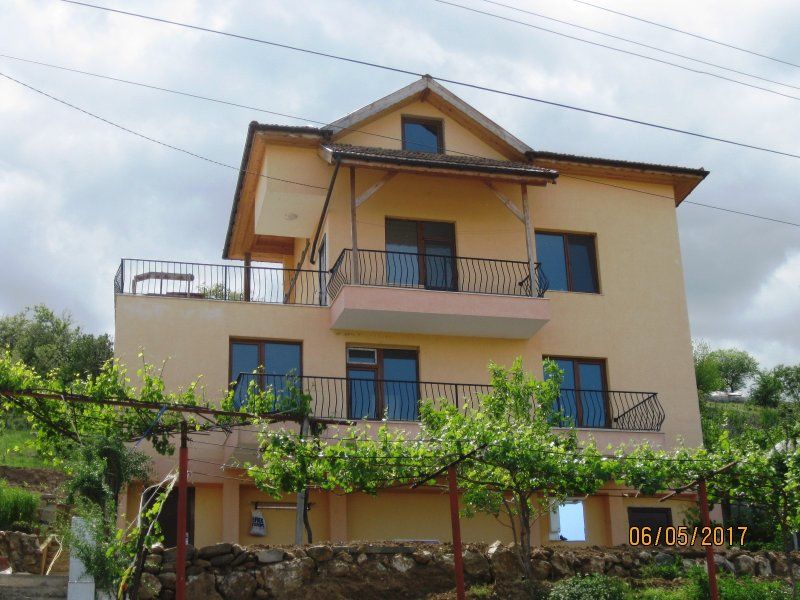 Floor of the house Kristina with panoramic terrace in the village near Sandanski, holiday rental in Petrich