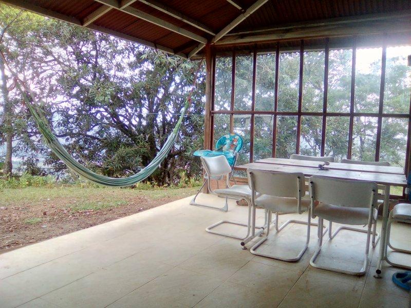 Hermosa Cabaña con vista sobre Villavicencio, especial para amantes de las aves, holiday rental in Cumaral