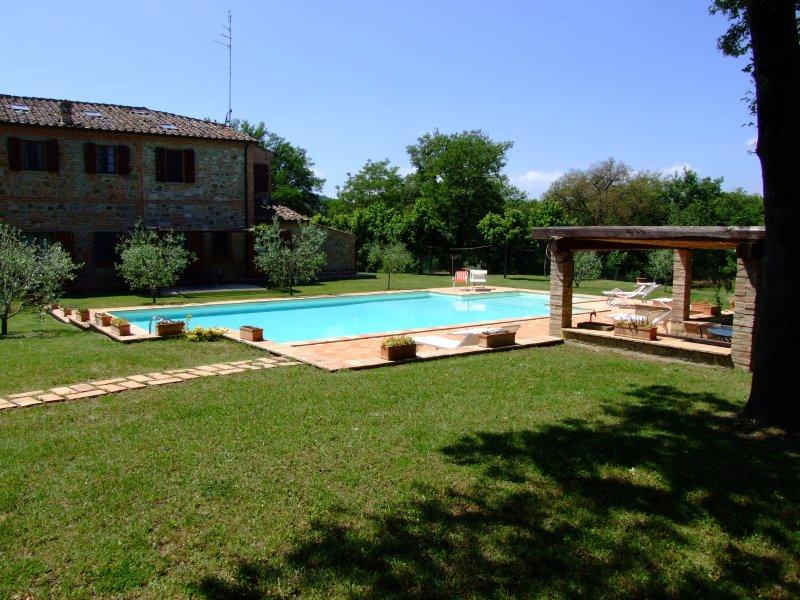 Appartmento in antico podere toscano, vacation rental in Amorosa