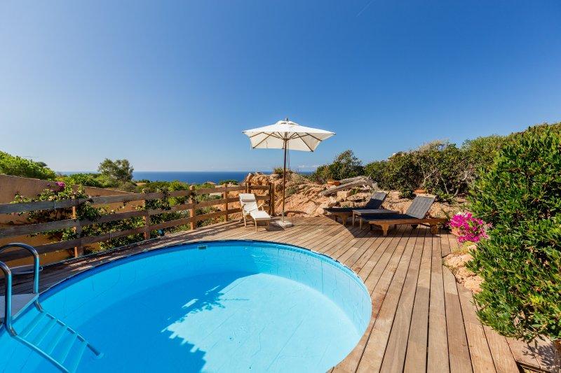 piscina privada e terraço com vista para o mar