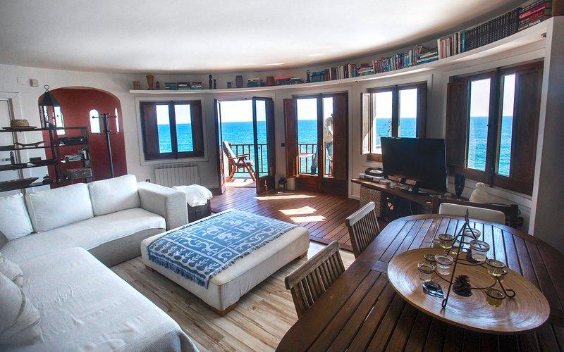 DUPLEX ROMANTICO SOBRE MAR, vacation rental in Sitges