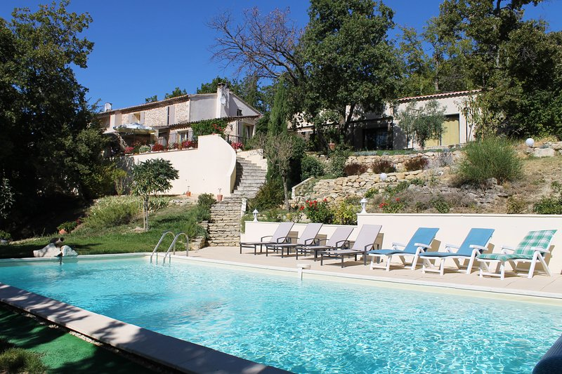 Holiday house in South France with swimming pool, holiday rental in Murs
