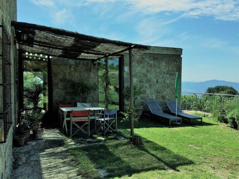 Genießen Sie den Hofbereich um im Freien zu Essen und Entspannen nach einem Tag erkunden oder Chillen.