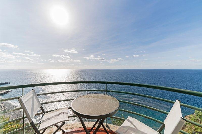 Sea View Apartment, holiday rental in Estreito de Camara de Lobos